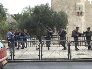 Um soldado em cada polegada de cada rua em Jerusalém